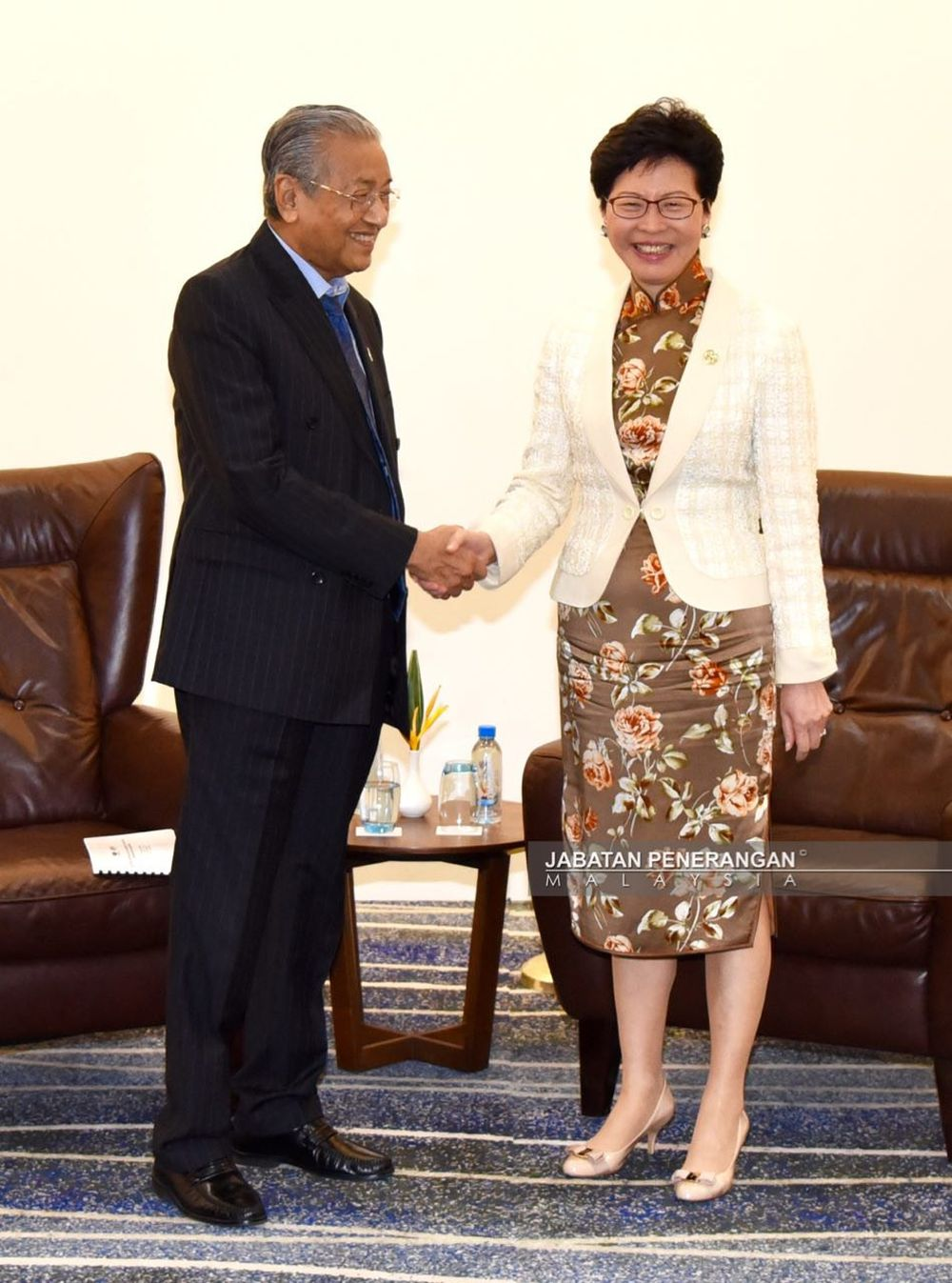 Tun Dr Mahathir Mohamad (left) shakes hands with Hong Kong chief executive Carrie Lam (right) at the Apec 2018 Summit in Port Moresby November 17 2018. ― Picture courtesy of Information Department of Malaysia