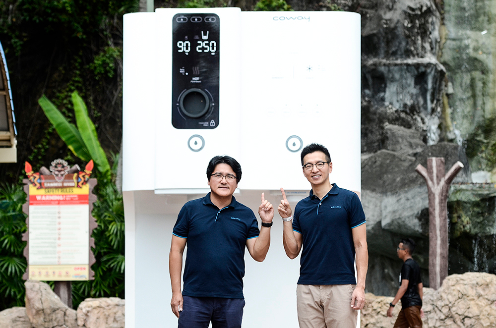 Coway (M) Sdn Bhd managing director Kyle Choi Ki Ryong and communication division head Ryan Jung Tae Seung with the Ombak water purifier mock design. — Pictures by Miera Zulyana