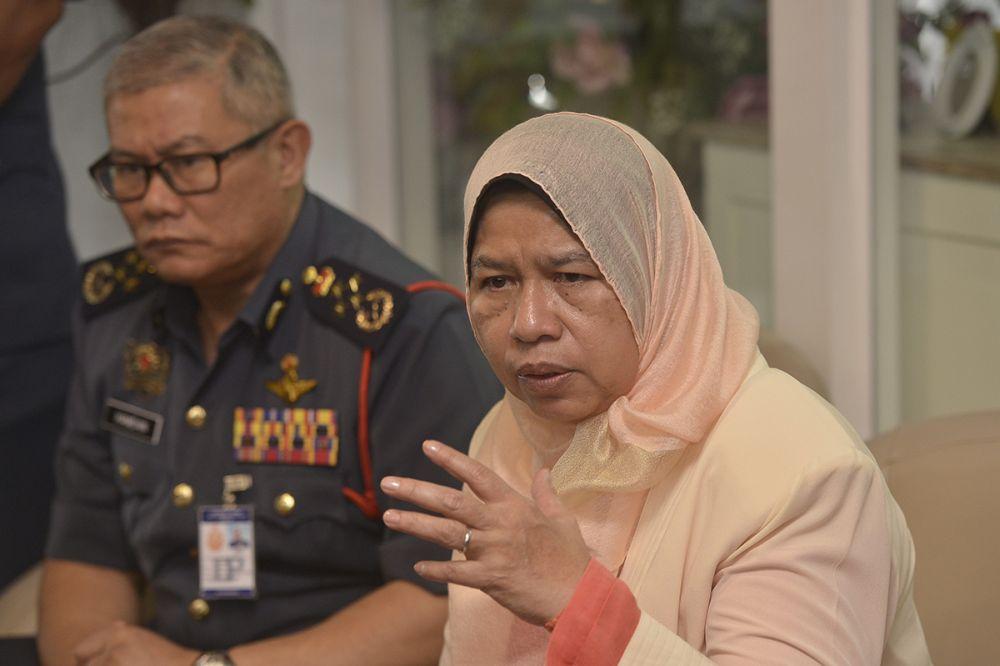 Local Government and Housing Minister Zuraida Kamaruddin speaks during a press conference at the Subang Jaya Medical Centre in Subang Jaya November 27, 2018. ― Picture by Mukhriz Hazim
