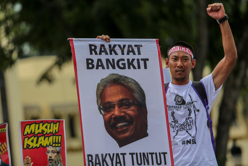 Anti-ICERD demonstrators hold a banner condemning Waytha Moorthy as they march from Masjid Jamek to Dataran Merdeka December 8, 2018. — Picture by Hari Anggara