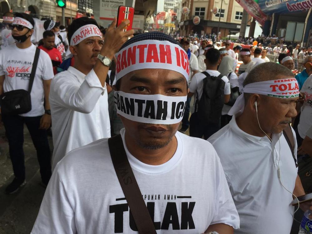 Anti-ICERD protesters gather near Masjid Jamek LRT station in Kuala Lumpur December 8, 2018. — Picture by Mukhriz Hazim