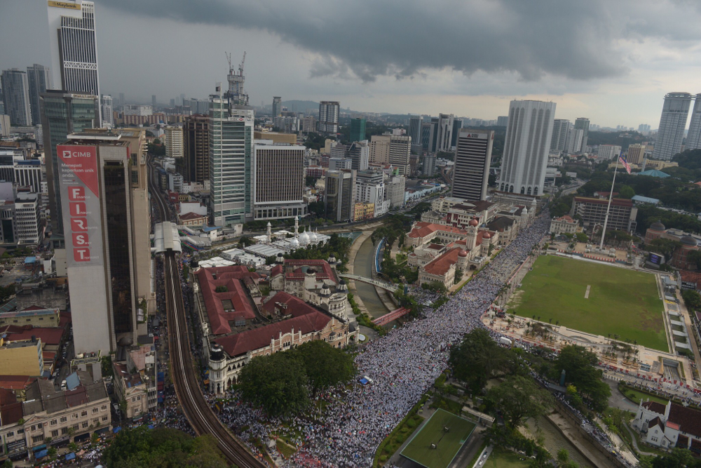 An aerial view of the anti-ICERD rally in Kuala Lumpur December 8, 2018 shows that rally participants were allowed to gather at the Dataran Merdeka area. — Picture by Mukhriz Hazim