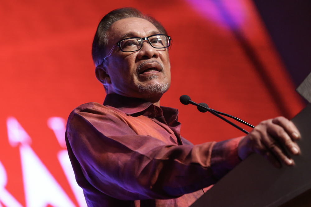 Datuk Seri Anwar Ibrahim has reminded colleagues in his own PKR and allies in the other three components to stop airing their dirty laundry in public. — Picture by Hari Anggara