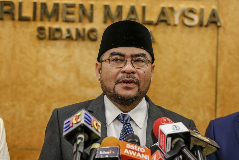 Datuk Seri Mujahid Yusof Rawa said the letter was purposely written using the poetic Malay term 'kekanda' or 'elder brother' for himself and 'adinda' or 'little sister' for Nurul Izzah in order to attract more public attention. — Picture by Firdaus Latif