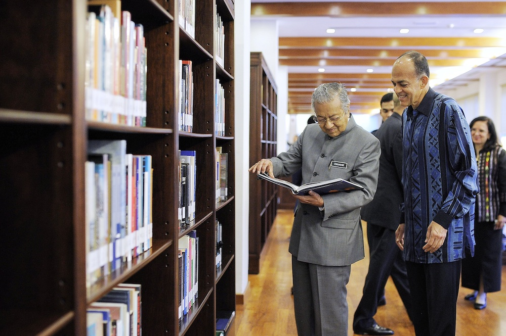 Tun Dr Mahathir Mohamad and Tan Sri Syed Mokhtar Al-Bukhary attend the launch of the Scholar's Library during the Islamic Arts Museum Malaysia's 20th anniversary celebrations in Kuala Lumpur December 14, 2018. — Picture by Shafwan Zaidon