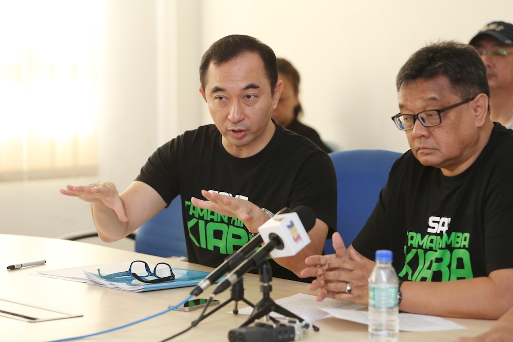 Leon Koay of the Save Taman Rimba Kiara Working Group speaks during a press conference in Kuala Lumpur December 17, 2018. — Picture by Choo Choy May