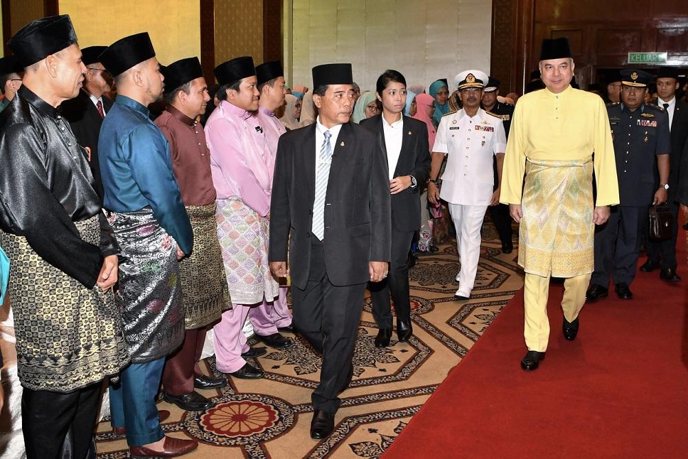 Deputy Yang di-Pertuan Agong Sultan Nazrin Muizzuddin Shah arrives at a ceremony to appoint members of the Melaka Islamic Council and the Melaka Council of Syariah Court Judges and Registrars in Melaka December 7, 2018. — Bernama pic
