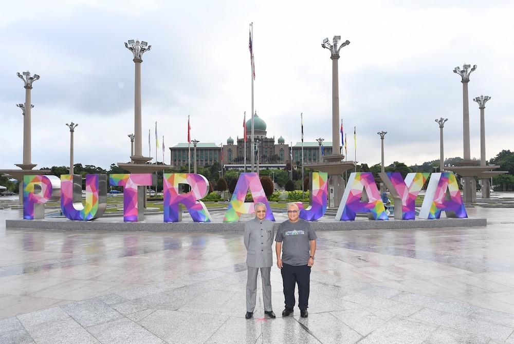 Tun Dr Mahathir Mohamad and Putrajaya Corporation (PPj) president Datuk Aminuddin Hassim stand in front of the 'Putrajaya' signage in Dataran Putra, Putrajaya December 31, 2018. — Bernama pic
