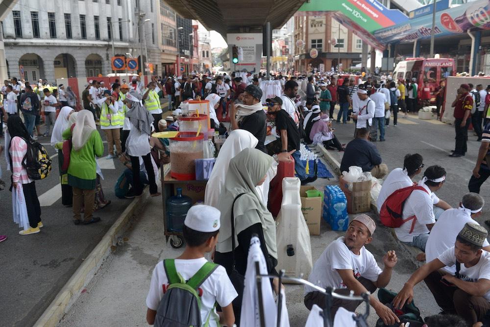 Anti-ICERD protesters gather at Masjid Jamek in Kuala Lumpur December 8, 2018. — Pictures by Mukhriz Hazim