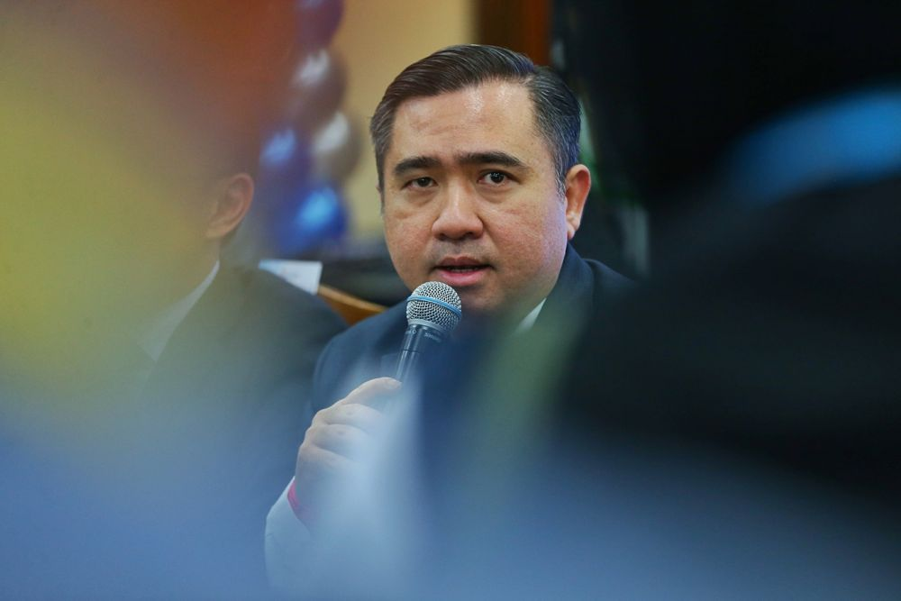 Loke asked MAHB and AirAsia to scale back on hostilities and said he will host a face-to-face negotiation between both parties. — Picture by Ahmad Zamzahuri
