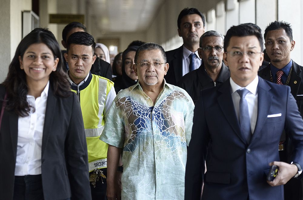 Former Felda chairman Tan Sri Isa Samad arrives at the KL Court Complex on December 14, 2018. ― Picture by Miera Zulyana
