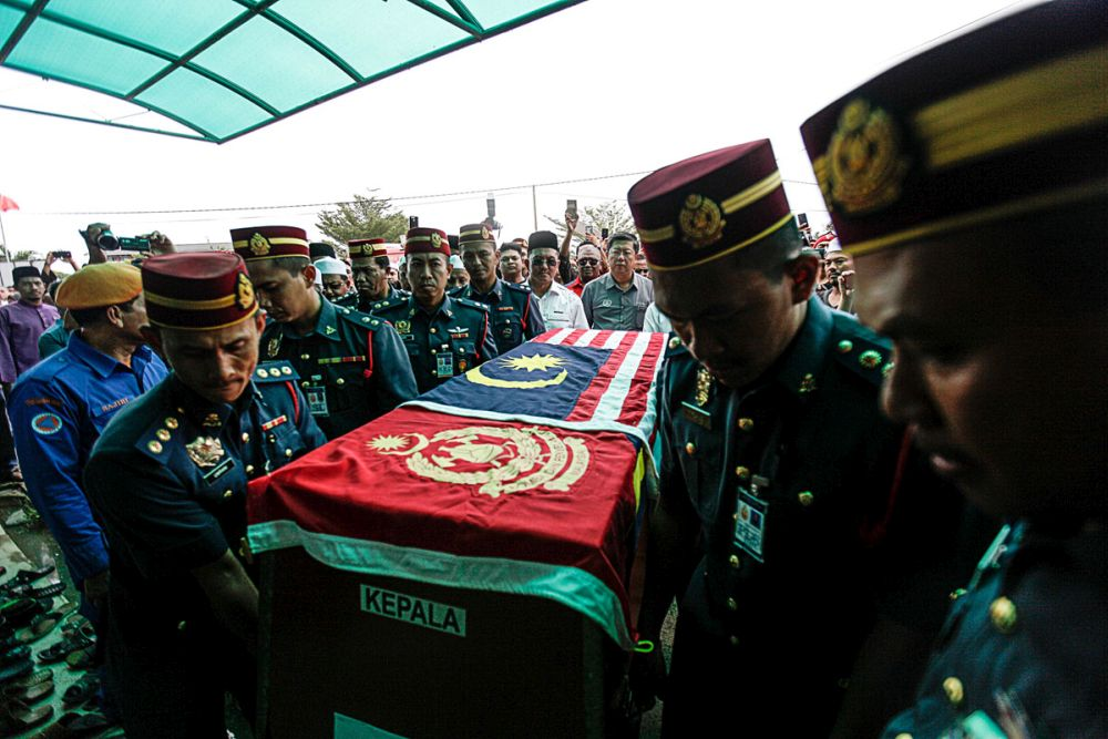 File photo showing Fire and Rescue Department personnel carrying Muhammad Adib's coffin into the As-Saadah Mosque in Alor Setar December 18, 2018. — Picture by Sayuti Zainudin