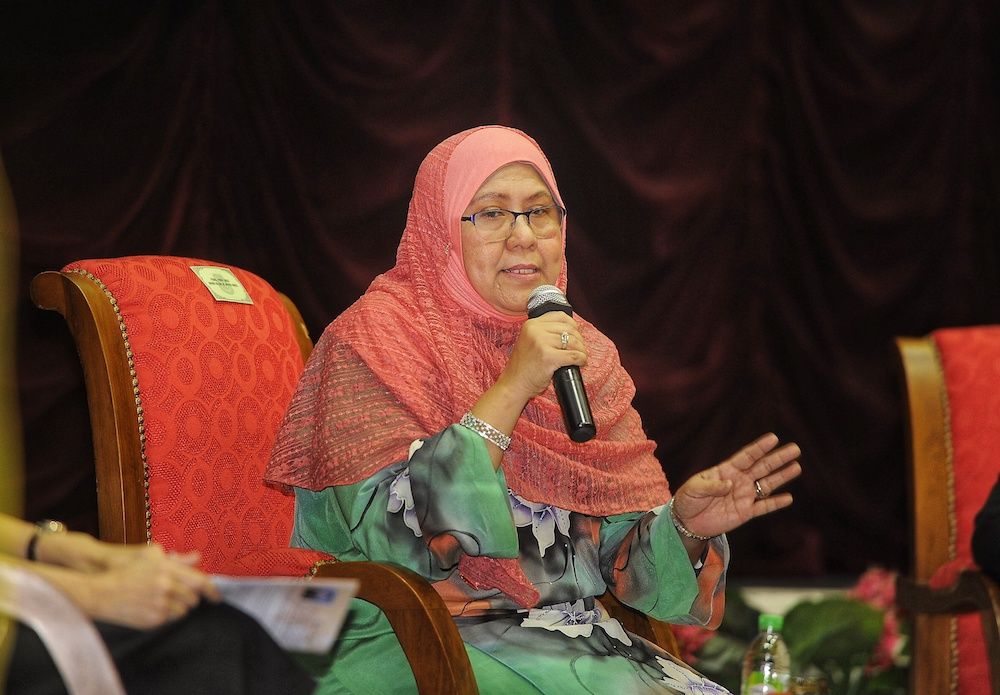 Children's Commissioner Datuk Noor Aziah Mohd Awal said that Putrajaya can legislate so states raise the marriage floor age to 18 years, but it would only apply to non-Muslims. — Picture by Shafwan Zaidon