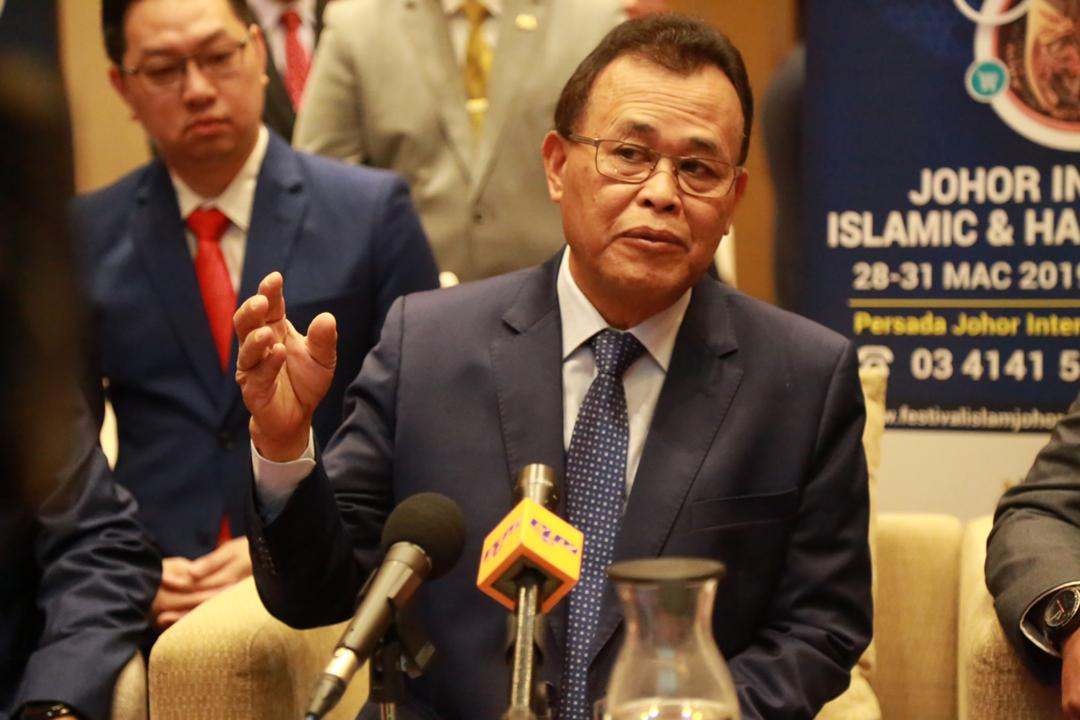 Johor Menteri Besar Datuk Osman Sapian said the state government will hold discussions with three ministries to find a solution to the traffic congestion between Malaysia and Singapore. — Picture Roysten Rueben