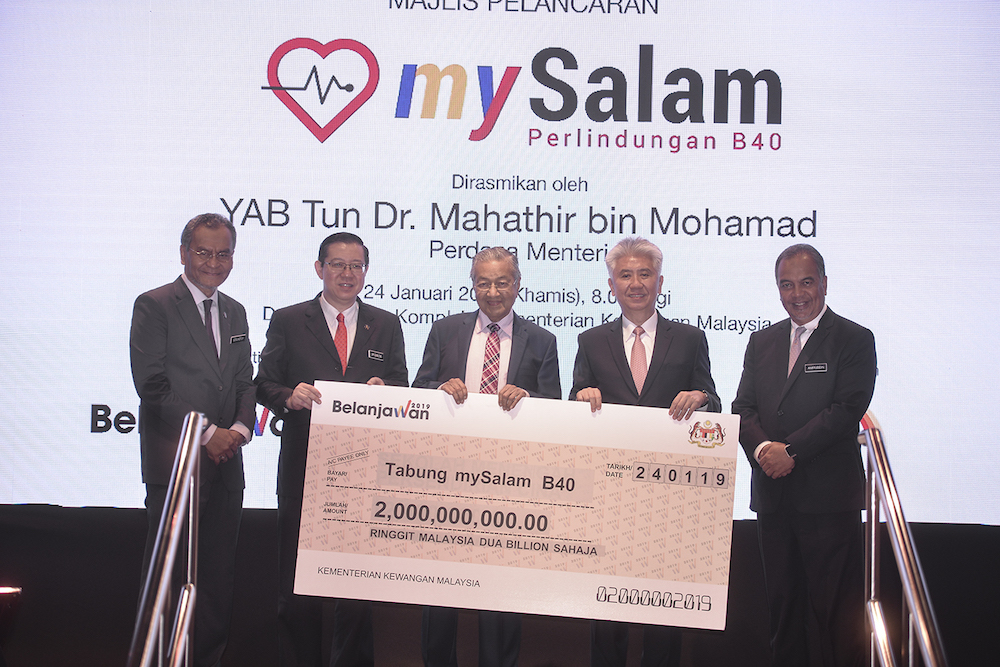 (From left) Datuk Seri Dzulkefly Ahmad, Lim Guan Eng, Tun Dr Mahathir Mohamad, Khor Hock Seng and Amiruddin Hamzah pose for photos with a mock cheque during the launch of mySalam in Putrajaya January 24, 2019. — Picture by Shafwan Zaidon