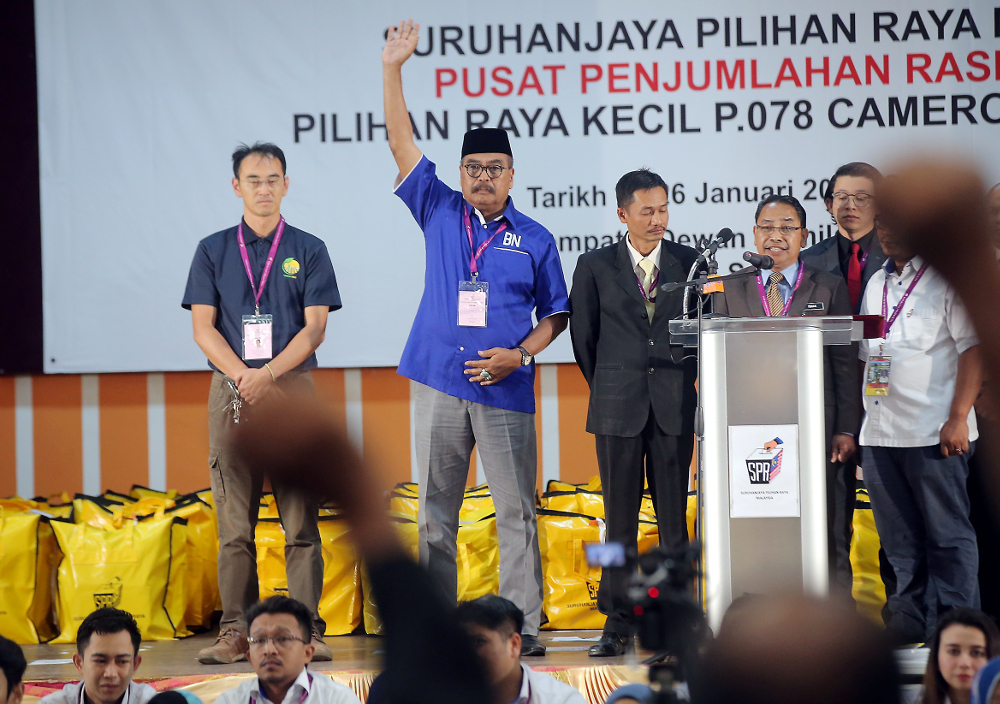 Barisan Nasional (BN) retained the Cameron Highlands parliamentary seat as Ramli Mohd Nor (centre) wins the by-election with a 3,238-vote majority January 26, 2019. — Picture by Farhan Najib
