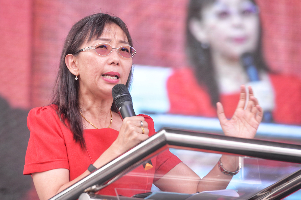 Primary Industries Minister Teresa Kok said the government has not decided yet to impose issuing licenses to retailers to sell tobacco products. — Picture by Shafwan Zaidon