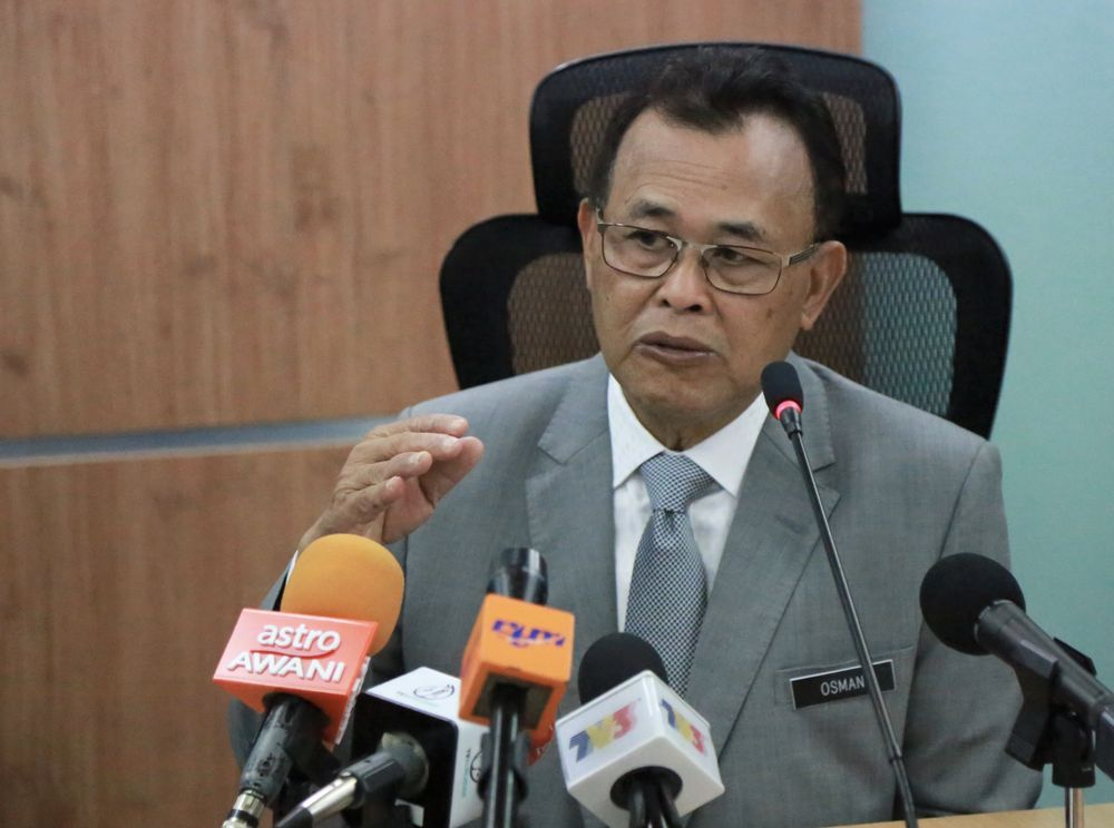Datuk Osman Sapian resigned as Johor mentri besar after 11 months holding the position. — Picture by Roysten Rueben