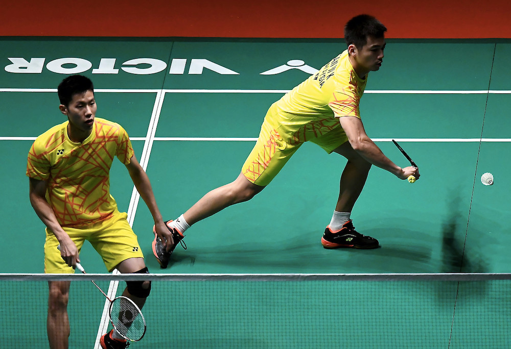 Malaysia's men's doubles pair, Goh V Shem (right) and Tan Wee Keong in action against the duo from Indonesia, Marcus Fernald Gideon and Kevin Sanjaya at the Perodua Malaysia Masters 2019 badminton tournament in Axiata Arena, Kuala Lumpur, January 19, 2019. — Bernama pic