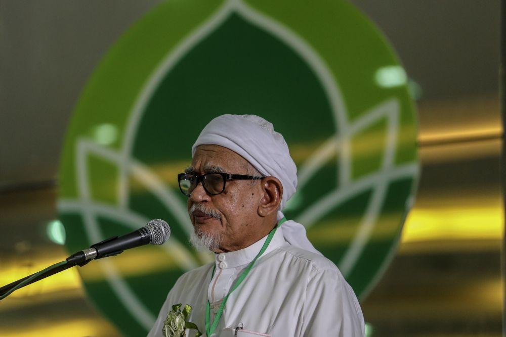 Datuk Seri Abdul Hadi Awang speaks during launch of the PAS History Seminar at Kolej Universiti Islam Zulkifli Muhammad (KUIZM) in Batu Caves January 19, 2019. ― Picture by Hari Anggara