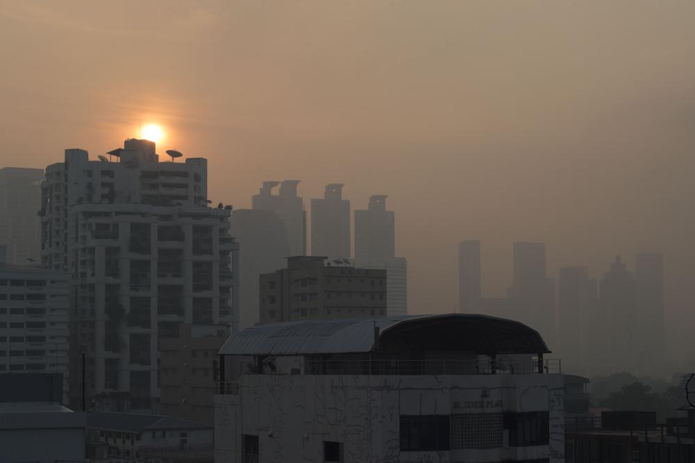 A layer of smog blankets the Thai capital Bangkok on January 14, 2019. — AFP pic