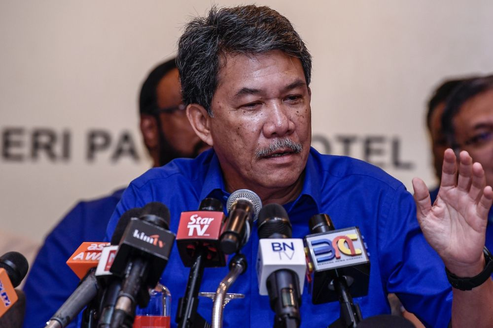 Umno deputy president Datuk Seri Mohamad Hasan said the government should take public interest into account. — Picture by Hari Anggara