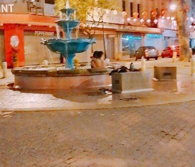 The photo of the couple in the fountain on Gaya Street, Kota Kinabalu by an unknown photographer has been circulating through social media.