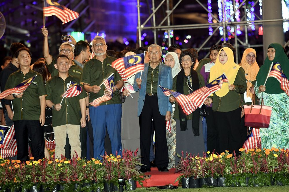 Prime Minister Tun Dr Mahathir Mohamad along with thousands of Malaysians from all walks of life ushered in the new year in Putrajaya January 1, 2019. ― Bernama pic
