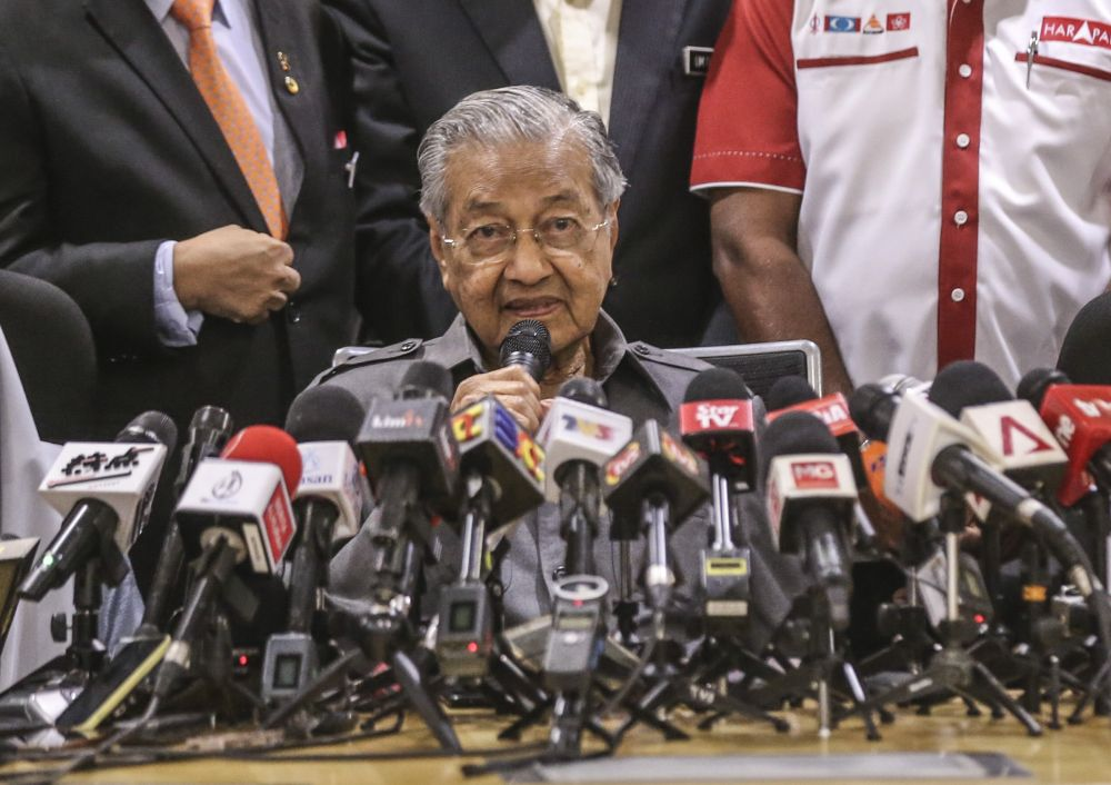 Dr Mahathir justified Malaysia's recent entry ban on Israeli swimmers by highlighting that the country had no diplomatic ties with Israel. ― Picture by Firdaus Latif