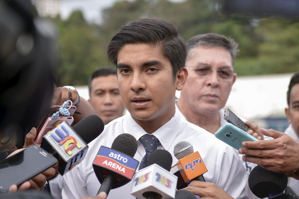 Youth and Sports Minister Syed Saddiq Abdul Rahman has tabled an amendment in Parliament to lower the age to define 'youth' from a maximum of 40 previously to just 30. ― Picture by Mukhriz Hazim