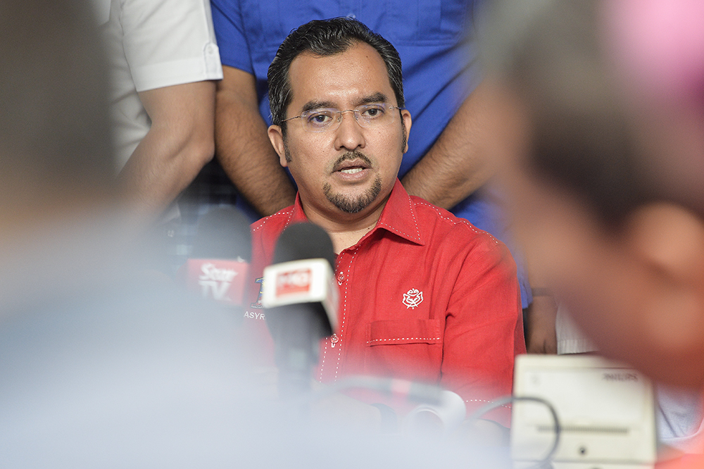 Umno Youth chief Datuk Asyraf Wajdi Dusuki said he was very sad to see the attitude of some who were taking light of the harm brought about by the spread of Covid-19. — Picture by Miera Zulyana