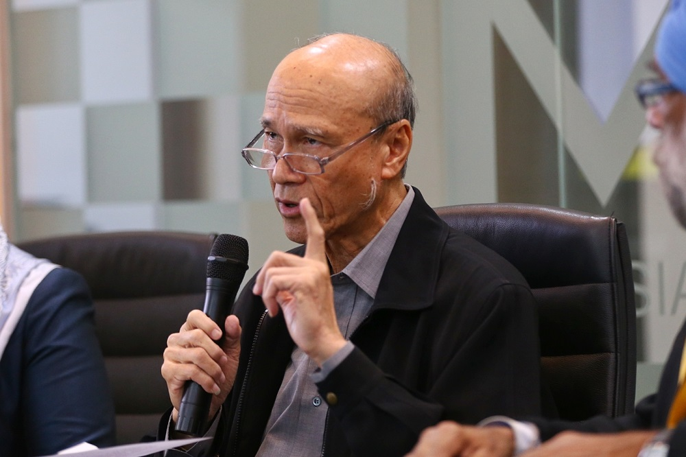 Alliance for Safe Community chairman Tan Sri Lee Lam Thye said the plan by Miros to hold discussions with food delivery operators regarding a spike in accidents involving their riders is right and timely. — Picture by Ahmad Zamzahuri