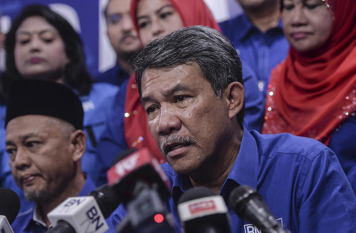 Datuk Seri Mohamad Hasan today offered three ways to strengthen national unity under the 'Muafakat Malaysia' concept ahead of Merdeka Day tomorrow.  — Picture by Shafwan Zaidon