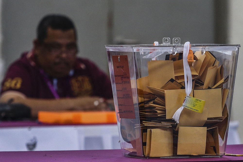 UUM's Professor Ahmad Martadha Mohamed said that GE15 should be held after the government presents Budget 2021, indicating the possible of snap polls in December. — Picture by Hari Anggara
