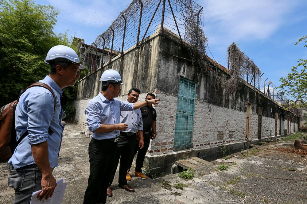 Penang Island City Council mayor Yew Tung Seang  visits the pre-war houses at Lebuh Acheh in George Town February 20, 2019. ― Pictures by Sayuti Zainudin