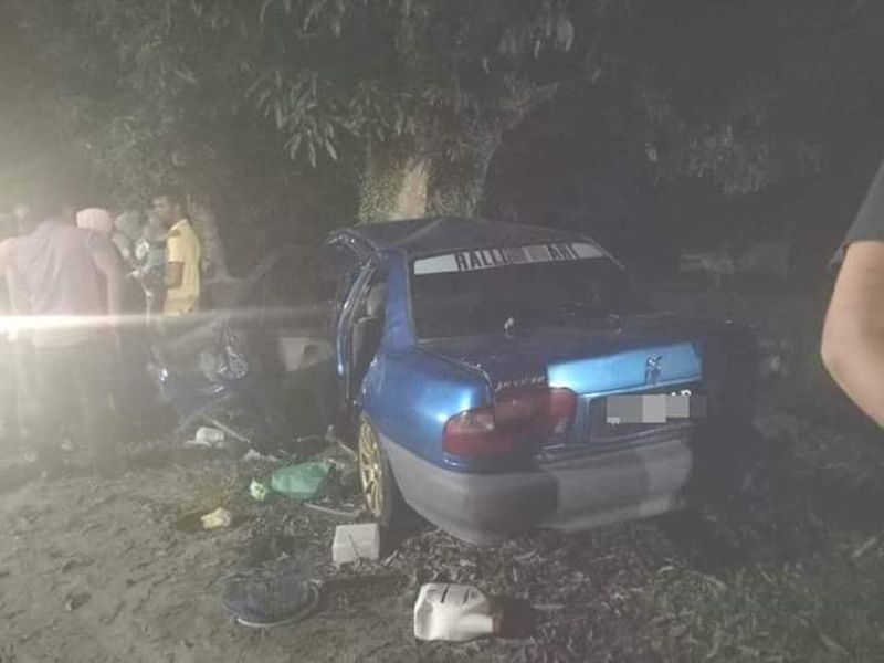 Five in a family died when their car crashed into a tree at Kampung Pengkalan Atap, Batu Rakit here, early today. ― Picture via Facebook/Khabor Ganu