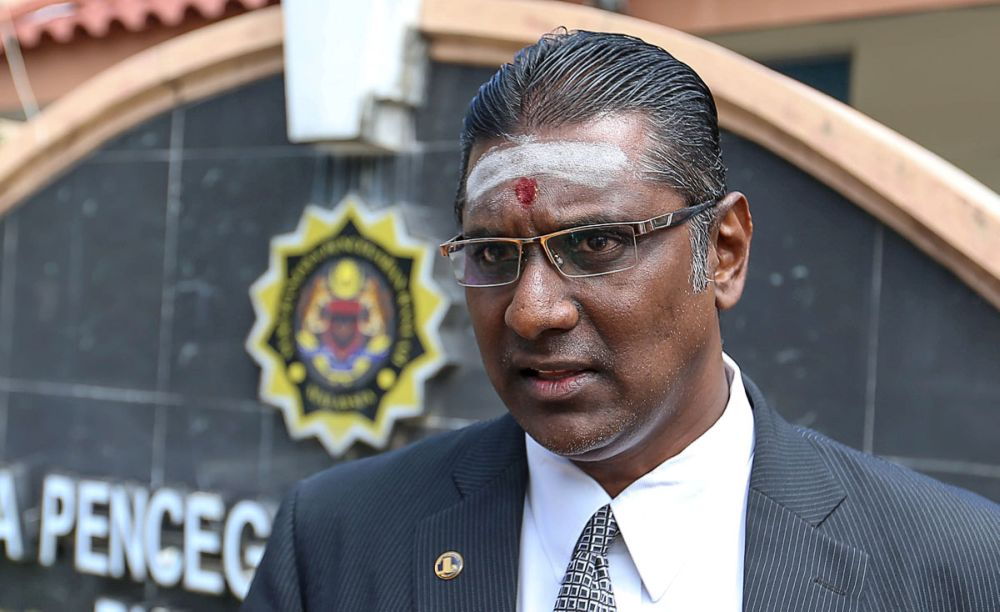 Jelutong MP RSN Rayer today lodged a police report against Bukit Gelugor Umno chief Datuk Omar Faudzar over his allegations that DAP brought in Chinese nationals as voters during the general election in his speech at the 2019 Umno General Assembly yesterday. — Picture by Sayuti Zainudin