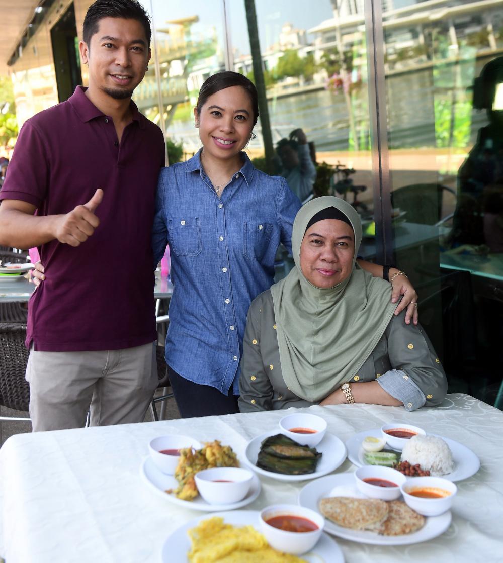 (From left) Amir Redza Mohd Tajudin with his sister Syura Natalia and their mother Datin Jamaliah Ja'afar at Umai Cafe February 6, 2019. — Bernama pic