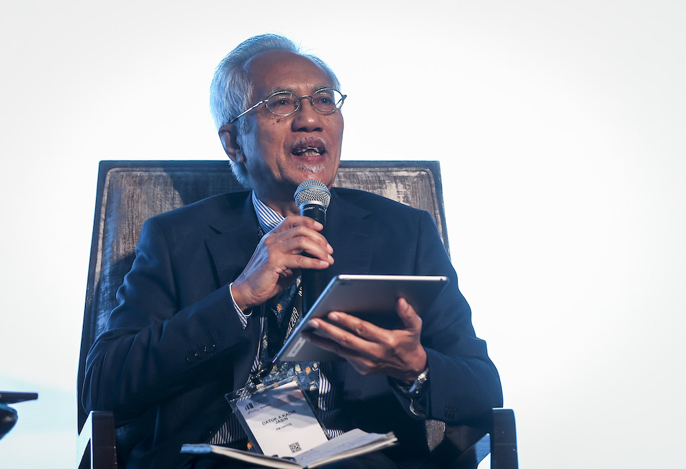 Abdul Kadir said Pakatan Harapan should reduce its politicking and focus on running the country. — Picture by Firdaus Latif