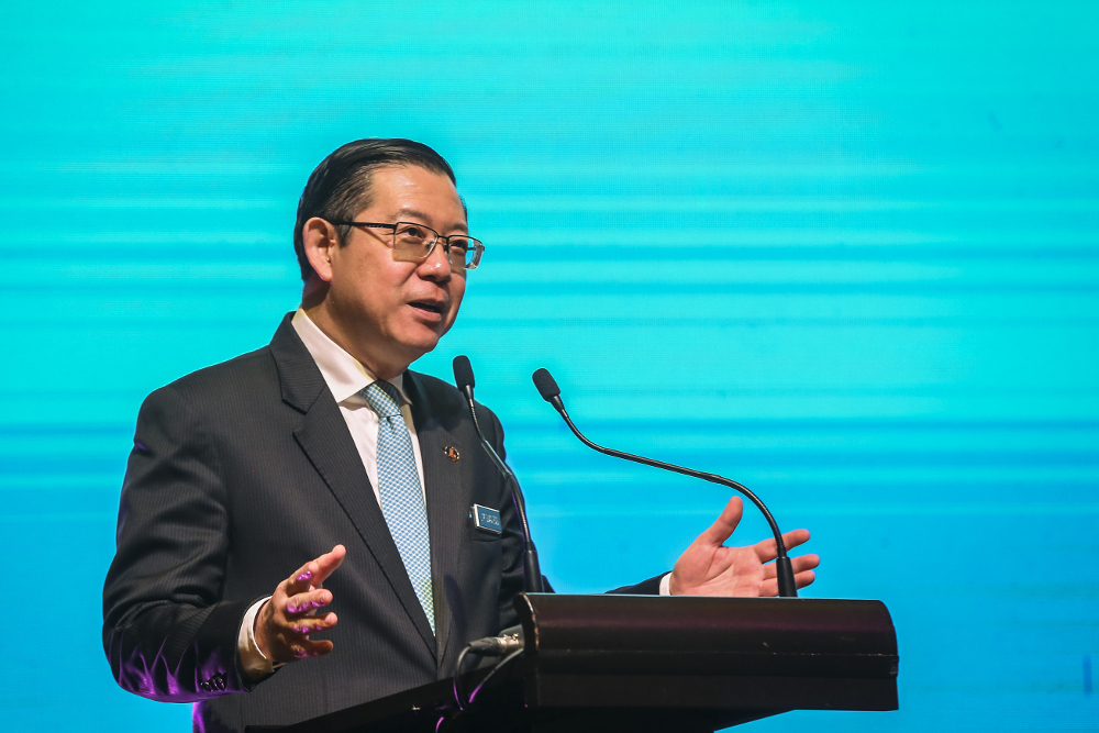 Lim said there is a need to create new jobs through income incentives or supplements to replace jobs lost through digital disruption. — Picture by Firdaus Latif