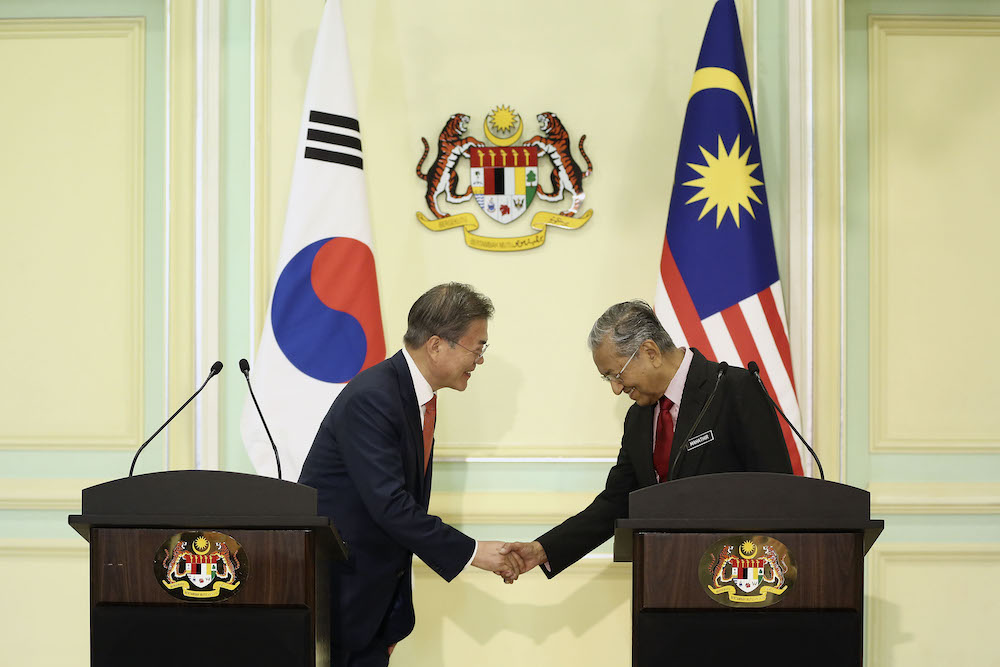 South Korean President Moon Jae-In (left) and Prime Minister Tun Dr Mahathir Mohamad (right) hold a joint press conference at Putrajaya March 13, 2019.— Picture by Yusof Mat Isa
