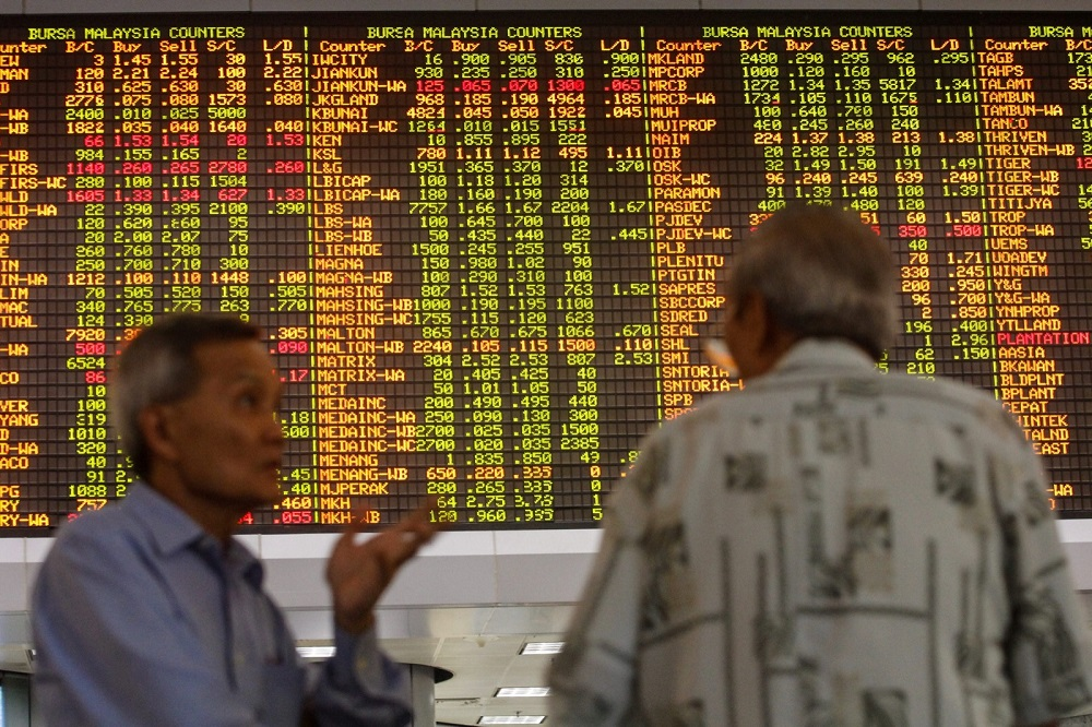 On the broader market, losers outpaced gainers 564 to 506, while 427 counters were unchanged, 599 untraded and 13 others suspended. — Picture by Hari Anggara