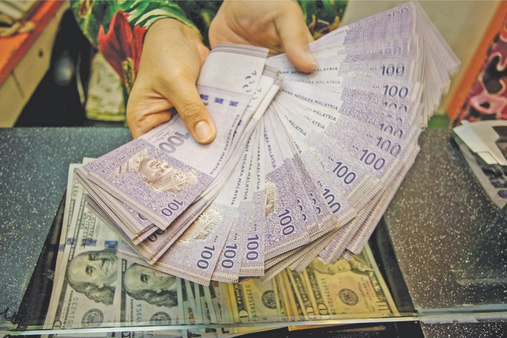 Ringgit notes are seen at a money changer in Kuala Lumpur November 11, 2016. — Picture by Hari Anggara