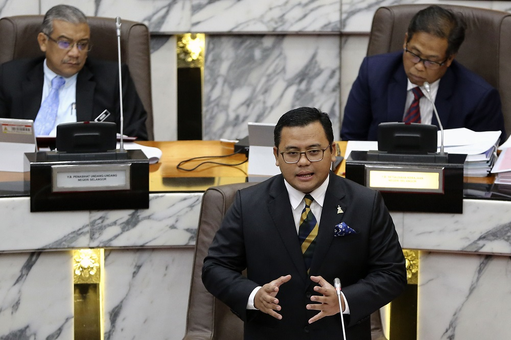 Selangor Mentri Besar Amirudin Shari speaks during the Selangor State Assembly session in Shah Alam March 19, 2019. — Picture by Yusof Mat Isa
