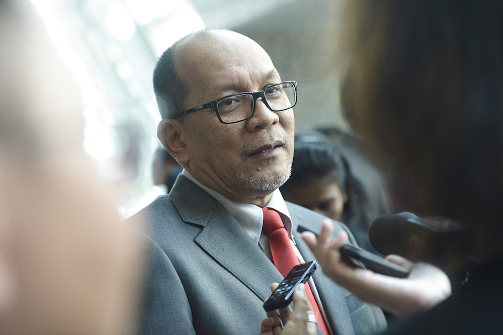 Izham Hashim speaks to the media during the Selangor state assembly meeting in Shah Alam March 25, 2019. — Picture by Mukhriz Hazim