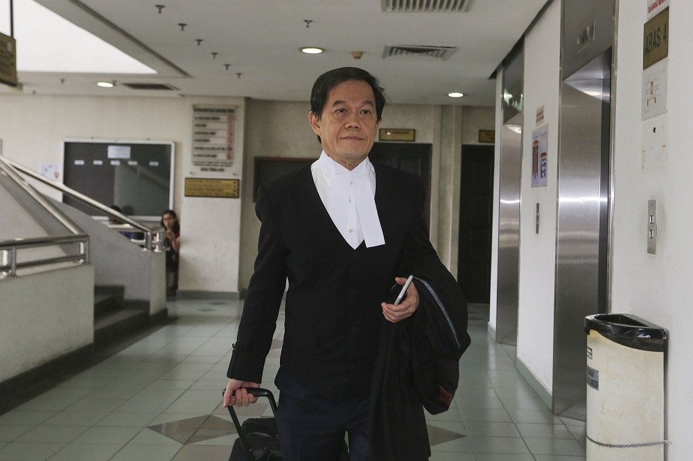 Lawyer Hisyam Teh is pictured at the Shah Alam High Court March 27, 2019. — Picture by Yusof Mat Isa