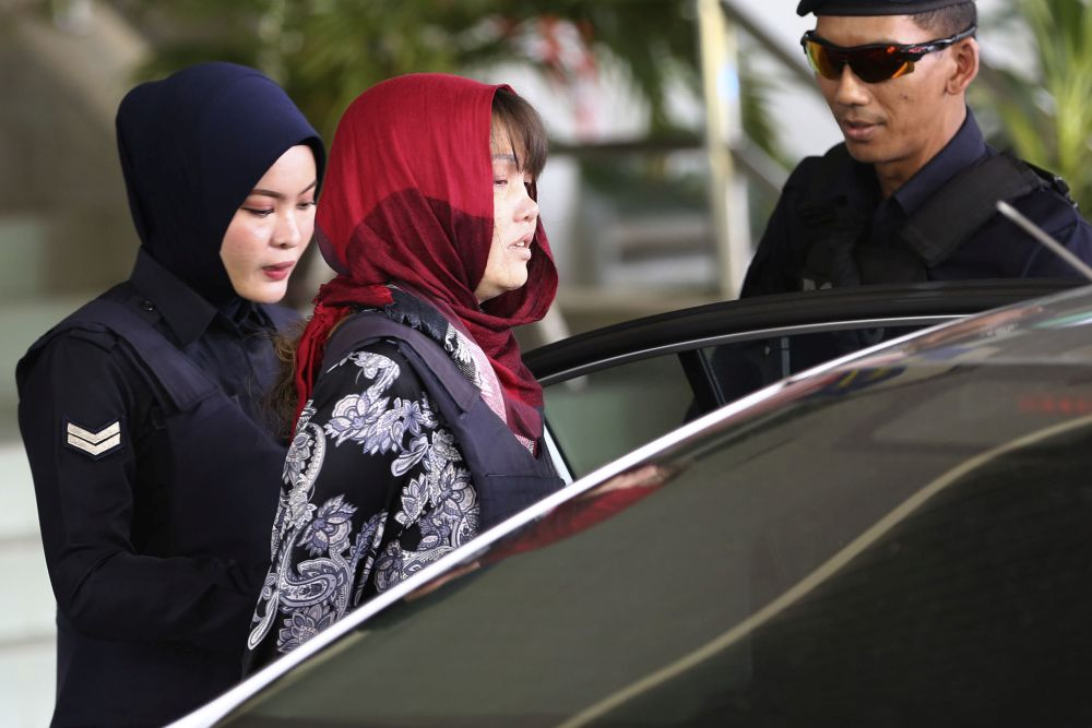 Vietnamese national Doan Thi Huong is escorted by Malaysian police as she leaves the Shah Alam High Court March 14, 2019. — Picture by Yusof Mat Isa