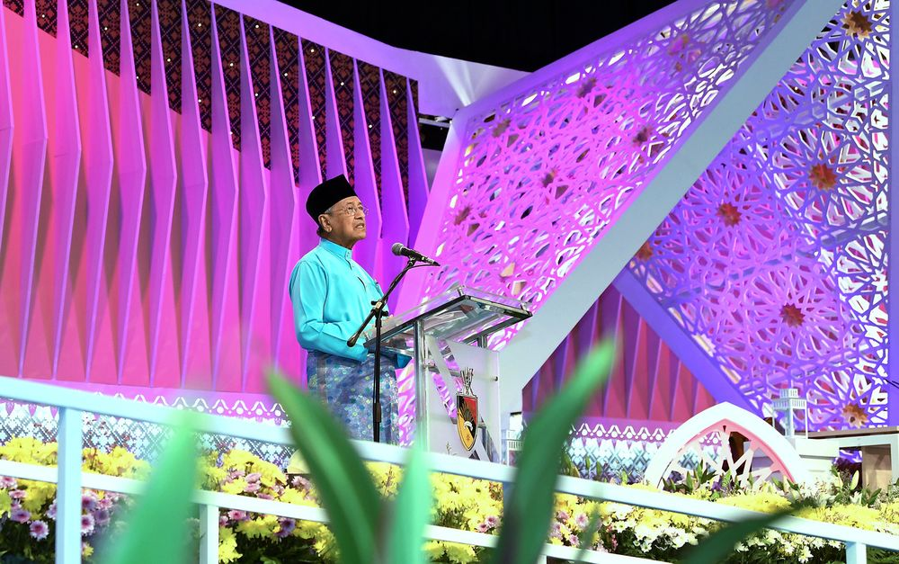Prime Minister Tun Dr Mahathir Mohamad addressing the 2019 National Level Al-Quran Recital and Memorisation Gathering at the Seremban Municipal Council Hall, March 17, 2019. — Bernama pic