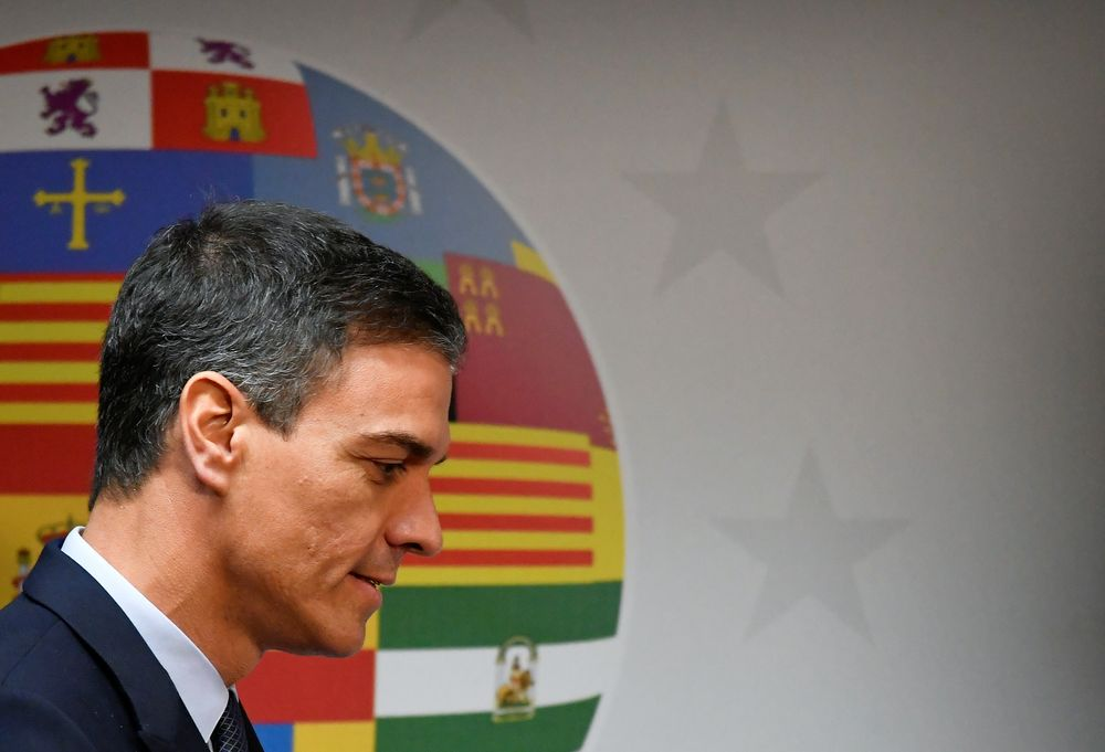 In the first vote scheduled tomorrow afternoon, Pedro Sanchez needs an absolute majority of 176 members voting in favour of the motion, a remote possibility at this point. — Reuters pic
