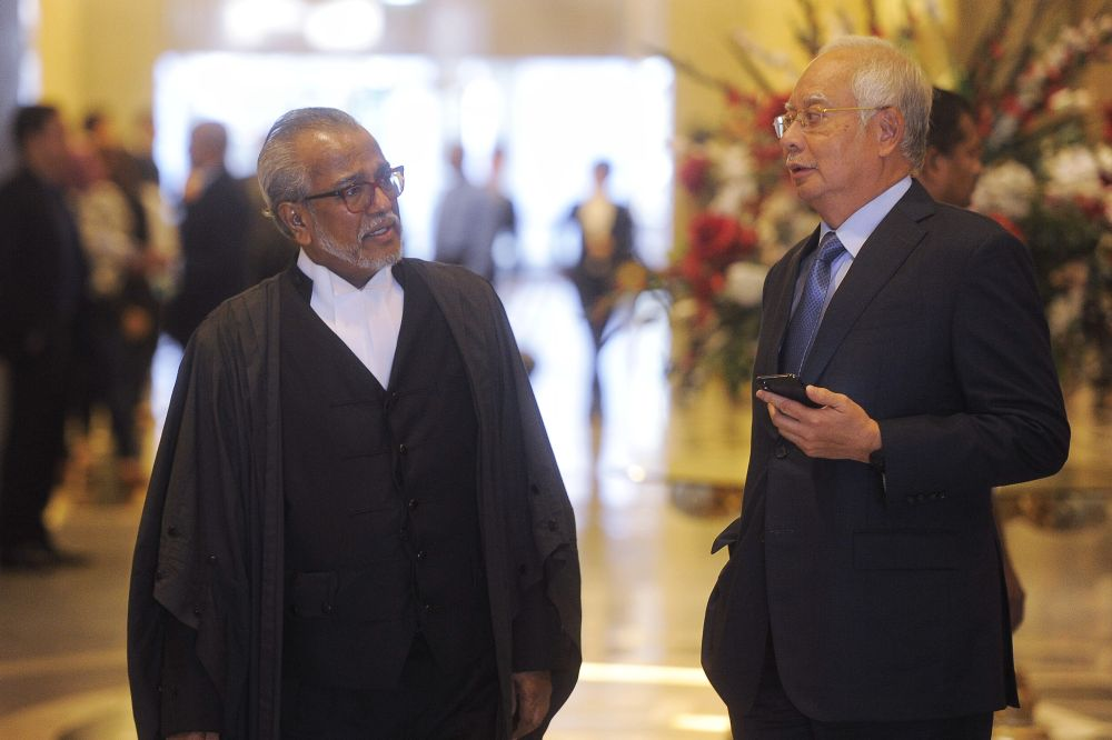 Datuk Seri Najib Razak (right) speaks to lawyer Tan Sri Muhammad Shafee Abdullah at the court of appeal in Putrajaya March 15, 2019. — Picture by Shafwan Zaidon
